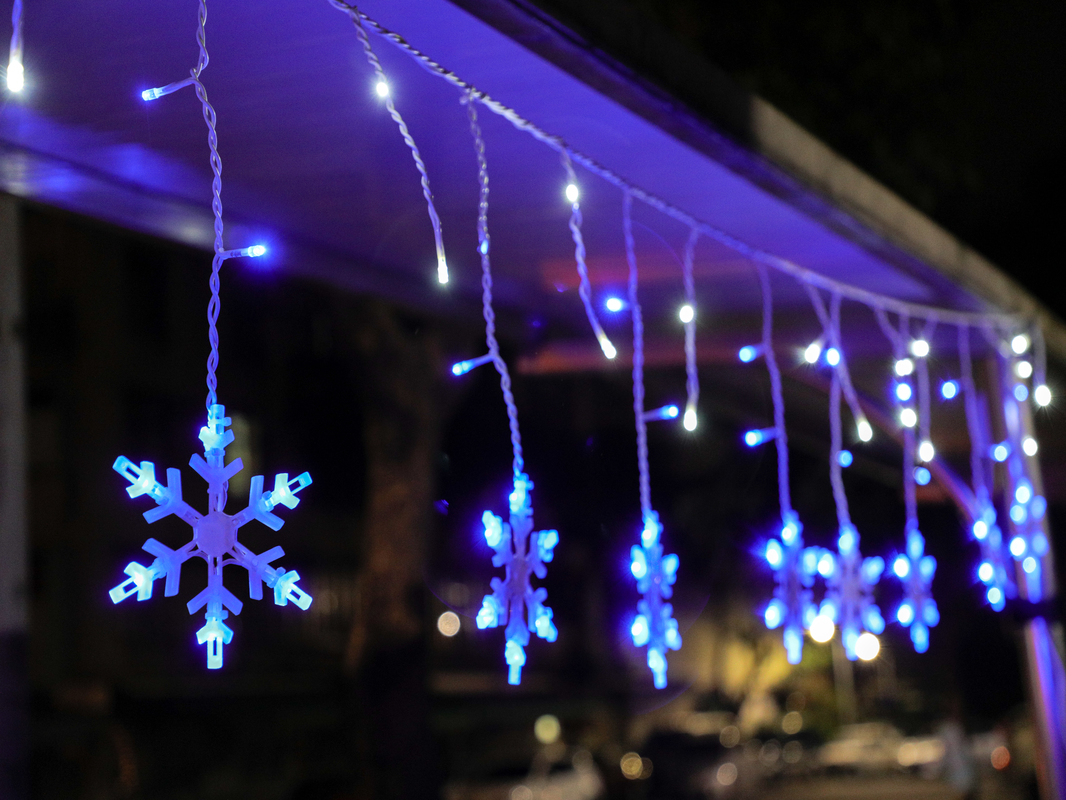 LED blue icicle snow hanging set