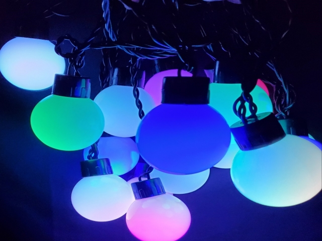 Ball Shaped LED Christmas String Lights (Automatic color change)